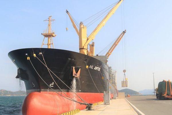 Cảng Quốc tế Cam Ranh đón chuyến tàu đầu tiên của dự án điện gió I-A Le Gia Lai cập cảng