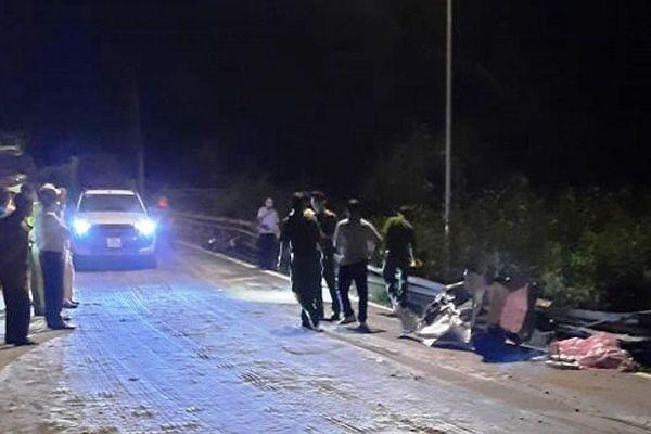 Tai nạn giao thông mới nhất hôm nay 3/4: 2 nữ sinh tử vong thương tâm trong vụ xe tải 'ngửa bụng' trên đèo Bảo Lộc