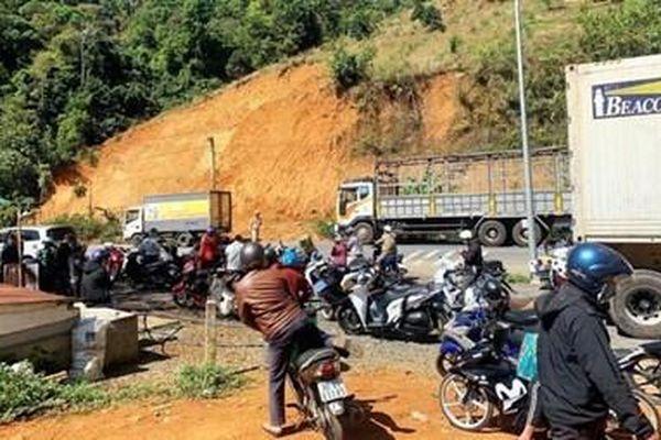 Lâm Đồng: Va chạm với xe tải, 2 nữ sinh viên thiệt mạng