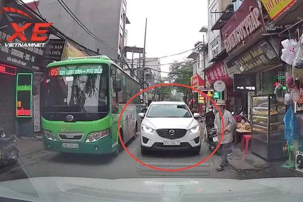 Nóng trên đường: Phẫn nộ với những pha dừng đỗ xe kiểu 'bố đời'