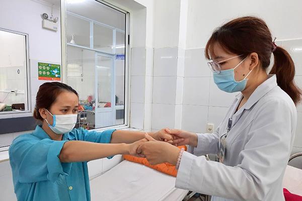 Bệnh viện Đà Nẵng: Triển khai kỹ thuật mới cấp cứu thành công nữ bệnh nhân 25 tuổi bị đột quy cấp, liệt nửa người
