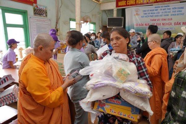 Đắk Nông: Các tịnh xá Ni giới Khất sĩ tặng 200 phần quà
