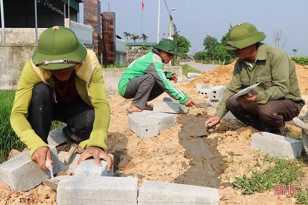 Người dân 'quên' ngày nghỉ xây dựng xã nông thôn mới nâng cao ở Hà Tĩnh