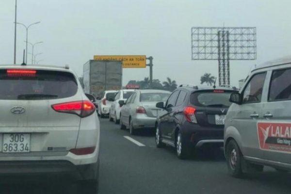 Cao tốc Pháp Vân - Cầu Giẽ phải xả trạm gần 2 tiếng