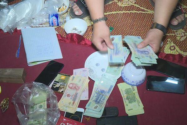 Hàng chục đối tượng bị tạm giữ vì hành vi đánh bạc và tổ chức đánh bạc