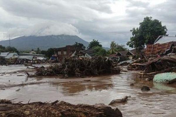 Hơn 50 người chết vì lũ quét và lở đất ở Indonesia và Đông Timor