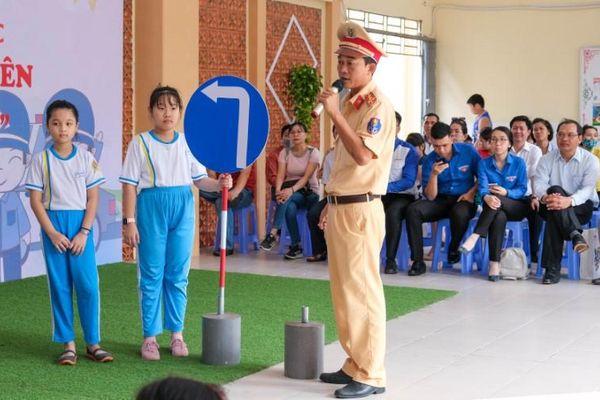 Giáo dục an toàn giao thông trong nhà trường tại Cần Thơ: Tấm gương từ cha mẹ, thầy cô