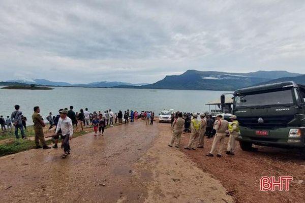 Lào công bố danh tính người tử nạn vụ lật tàu du lịch tại hồ thủy điện Namngeum