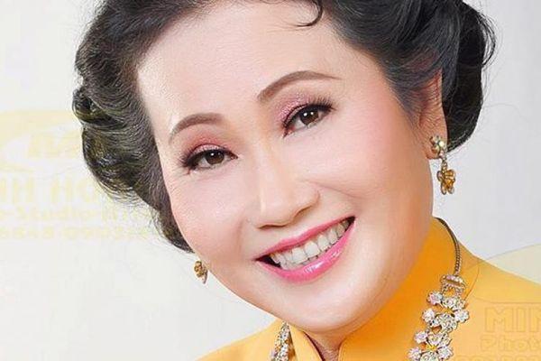 Nghệ sĩ Thanh Hằng đã tổ chức minishow đầu tiên của mình tại phòng trà WE, TPHCM.