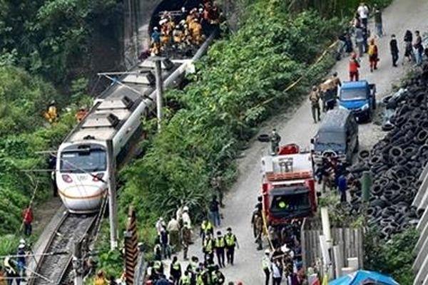 Tai nạn giao thông thảm khốc tại Đài Loan; Đồi Capitol lại bị tấn công
