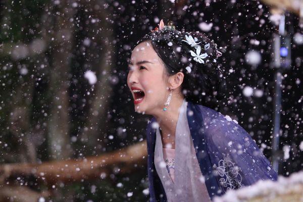 'Nàng thơ' bị Denis Đặng ruồng bỏ để yêu nam thị vệ trong phim ngắn 'Nước chảy hoa trôi' là ai?