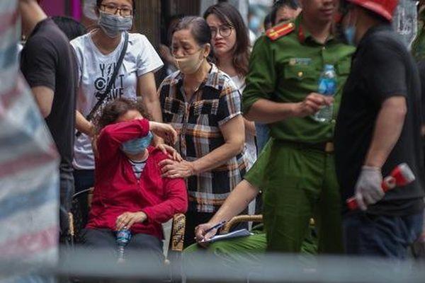 Nỗ lực cứu người không thành trong vụ cháy cửa hàng khiến 4 người chết ở Hà Nội