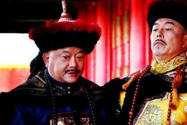 Tội danh nào khiến Hòa Thân chết dưới tay Gia Khánh?