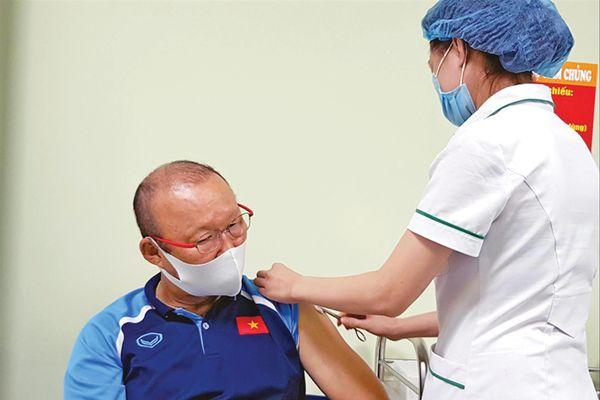 Tuyển Việt Nam được tiêm vắc-xin phòng COVID-19