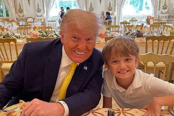Ông Trump quây quần bên các cháu