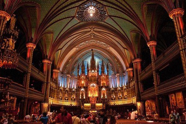 Nhà thờ nào hơn 800 năm tuổi cất giữ nhiều bảo vật thế giới