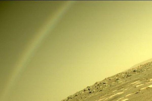 NASA chụp được ảnh hiện tượng 'cầu vồng' trên Sao Hỏa