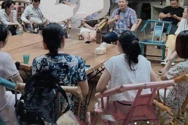 Người Trung Quốc đến quán cà phê để 'thoải mái nói về cái chết'