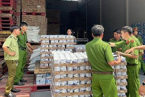 Phát hiện hai kho hàng chứa hàng ngàn sản phẩm nhập lậu
