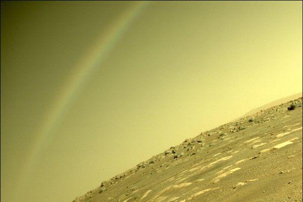 NASA chụp được ảnh cầu vồng trên Sao Hỏa