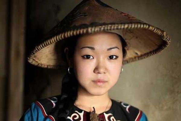 Ảnh chân dung tuyệt đẹp của người thuộc các dân tộc có nguy cơ tuyệt chủng