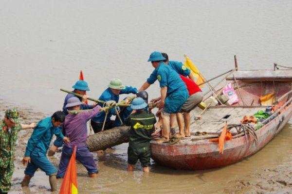 Đi bắt hến, tá hỏa phát hiện quả bom hơn 200kg ở ven sông