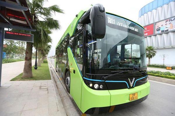 Cận cảnh xe buýt điện Vinfats vừa chính thức lăn bánh tại Hà Nội
