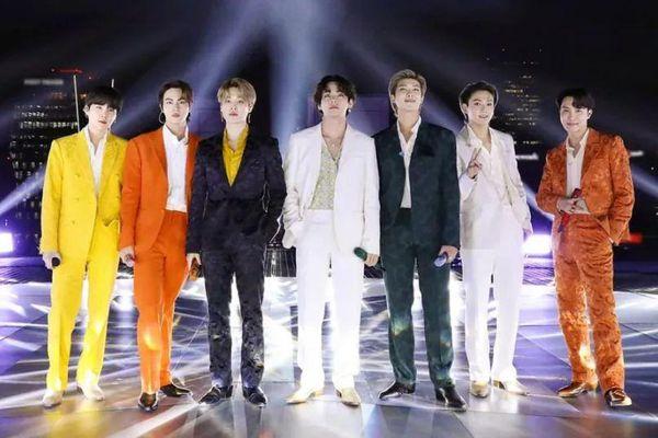 BTS phá vỡ 2 kỷ lục Billboard do 'Despacito' và 'Gangnam Style' thiết lập