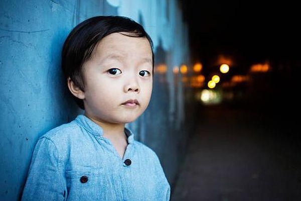 Cả nhà tuyệt vọng vì cháu trai đang chơi ngoài cổng bỗng dưng biến mất