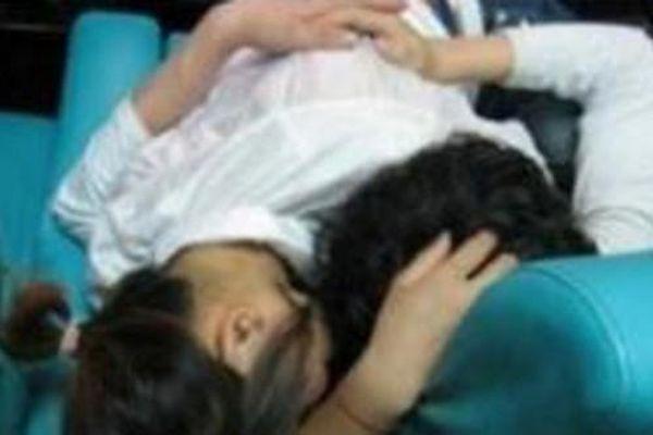 Nữ sinh 15 tuổi uống thuốc tự tử vì bị bạn trai dùng ảnh 'nóng' ép quan hệ tình dục