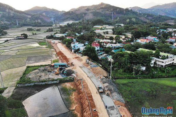 Cần đầu tư phát triển hạ tầng giao thông ở Sơn Hà