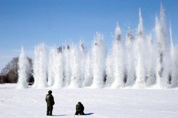 Mục đích chiến lược của Nga khi cho nổ mìn để phá băng