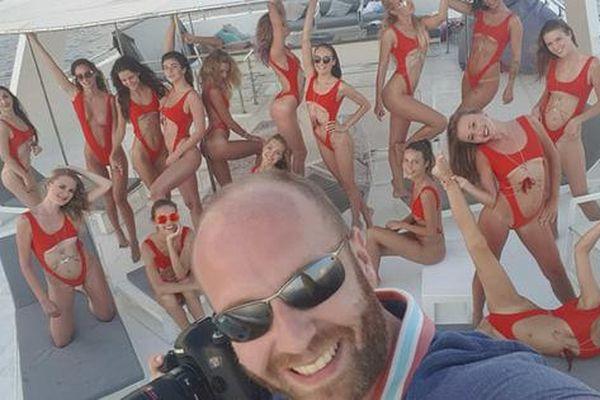 Bắt kẻ cầm đầu tổ chức cảnh 40 người mẫu khỏa thân trên ban công