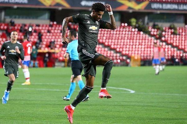 Europa League: M.U đặt một chân vào bán kết, Arsenal đánh rơi chiến thắng