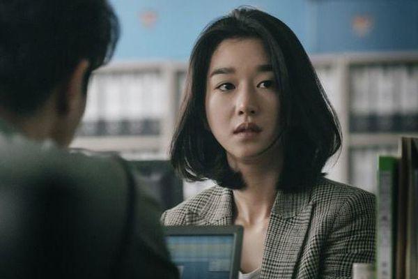 Seo Ye Ji thú nhận thấy mình 'cực hạn của điên' trong vai vợ Kim Kang Woo