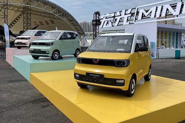 Cận cảnh ôtô siêu rẻ Wuling Hongguang Mini hơn 100 triệu đồng