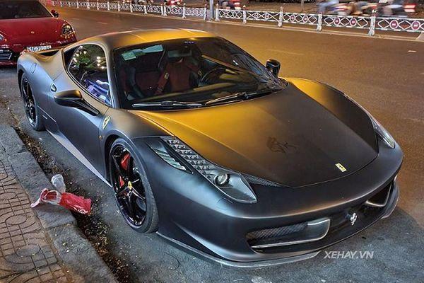 Cận cảnh 'hắc mã' Ferrari 458 Italia trên phố Sài Gòn