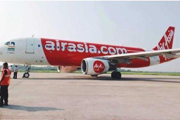 Cố tình 'trút bỏ xiêm y' trên máy bay, nam hành khách bị bắt giữ