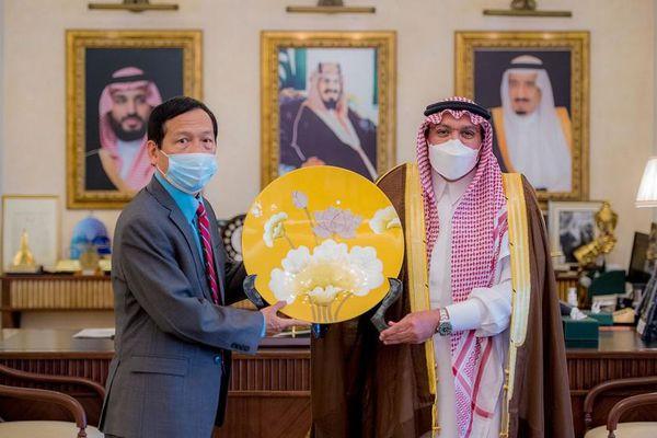 Đại sứ Vũ Viết Dũng thăm, làm việc, xúc tiến thương mại - đầu tư tại tỉnh Qassim, Saudi Arabia