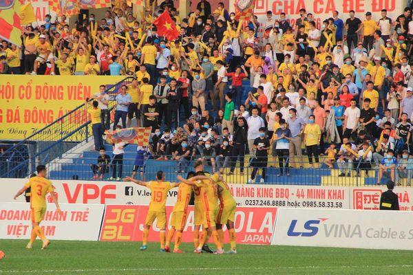 Đội bóng Đông Á Thanh Hóa nhận 'mưa' tiền thưởng