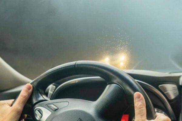 Trời nồm ẩm, sử dụng điều hòa ô tô thế nào cho đúng?