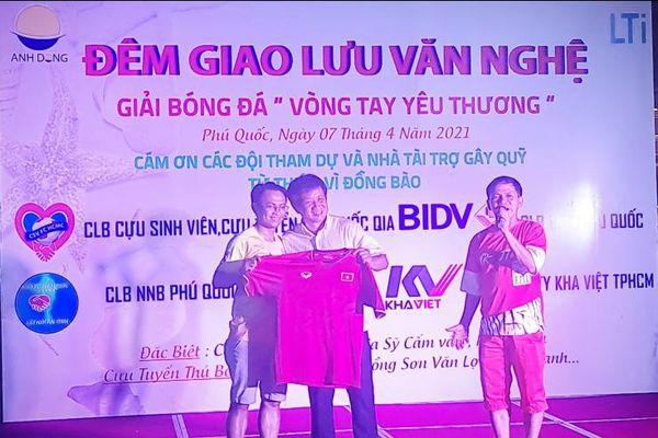 Ông Đoàn Ngọc Hải tham gia tổ chức buổi bóng đá giao hữu ' vòng tay yêu thương' nhằm mục đích gây quỹ từ thiện 'VÌ ĐỒNG BÀO' tại Phú Quốc.
