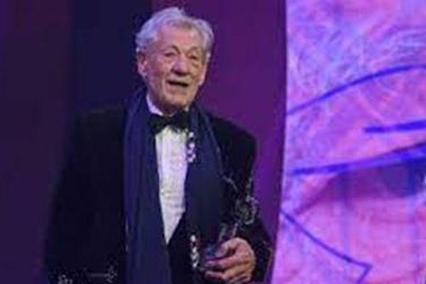 Diễn viên kịch nghệ cao niên nhất đóng vai Hoàng tử Hamlet