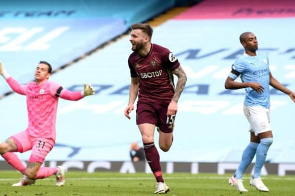 Man City thua sốc 1-2 trước Leeds trên sân nhà