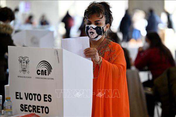 Bầu cử tổng thống Ecuador: Trước thời khắc quyết định