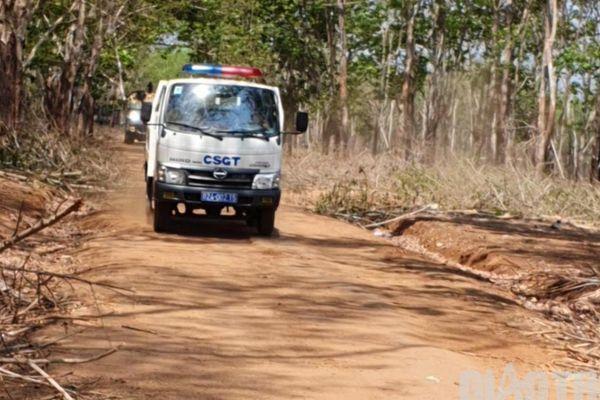 CSGT vào tận vườn tuyên truyền, nhưng để xe quá tải 'lọt lưới' trên đường?