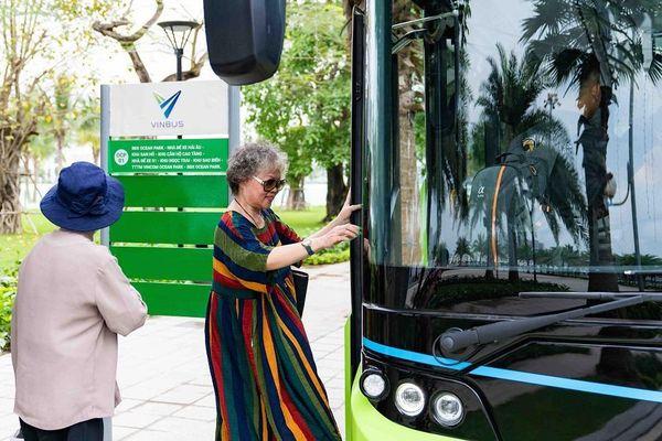 Háo hức khám phá xe buýt điện đầu tiên tại Việt Nam với trải nghiệm 'cực chất'