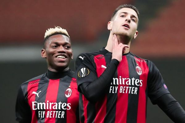 Milan chấm dứt hy vọng của đối thủ ở phút 90+4