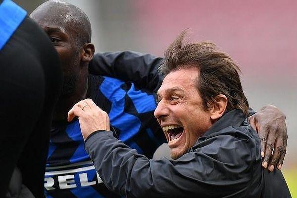 Cầu thủ Inter vỡ òa khi thắng 11 trận liên tiếp