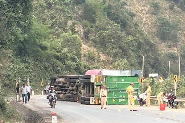 Liên tiếp xảy ra các vụ tai nạn liên quan xe đầu kéo ở Quảng Trị